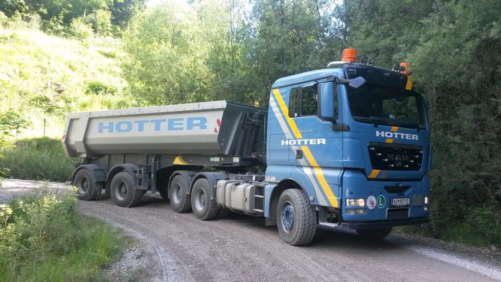 MAN TGX 33.440 Sattelzugfahrzeug mit Schwarzmüller Sattelauflieger